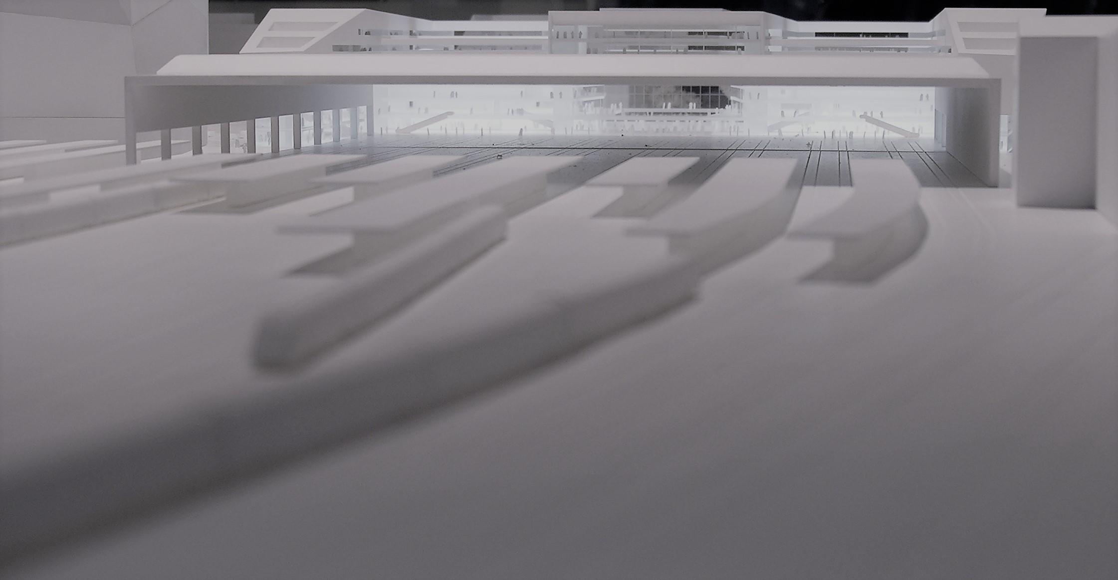 Konzept eines Bahnhof Modells aus weißem Plastik
